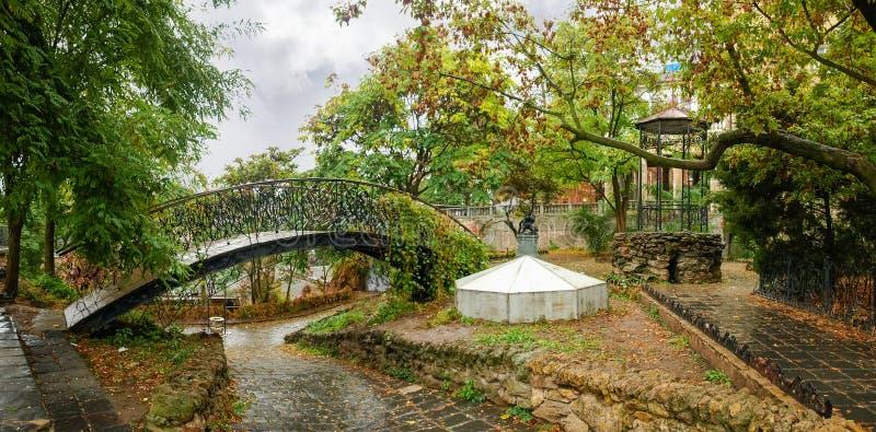 Stadtgarten in Regen Park Old Odesa Corner, Ukraine lizenzfreies stockfoto
