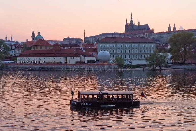 Stadtlandschaft, die Moldau prag Czechia lizenzfreies stockfoto