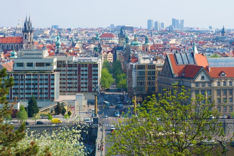 Stadtlandschaft an einem sonnigen Frühlingstag Prag, Tschechische Republik stockfotografie