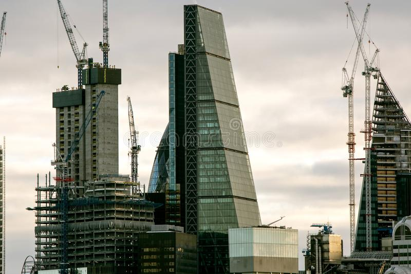 Stadtlandschaft mit verschiedenen hohen Aufstieg buidlings in London, 2018 stockfoto