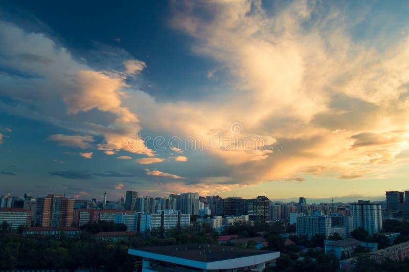 Stadtlandschaft nach Sonnenuntergang 2 lizenzfreie stockfotografie
