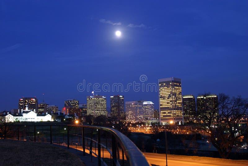 Download Stadtleuchten stockbild. Bild von landschaft, stadt, arbeit - 34197