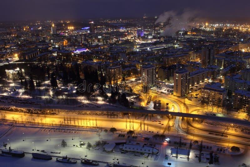 Stadtlichter von Tampere in der Nacht lizenzfreie stockfotos