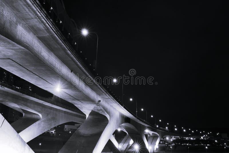 Stadtnachtszenen der Brücke lizenzfreie stockbilder