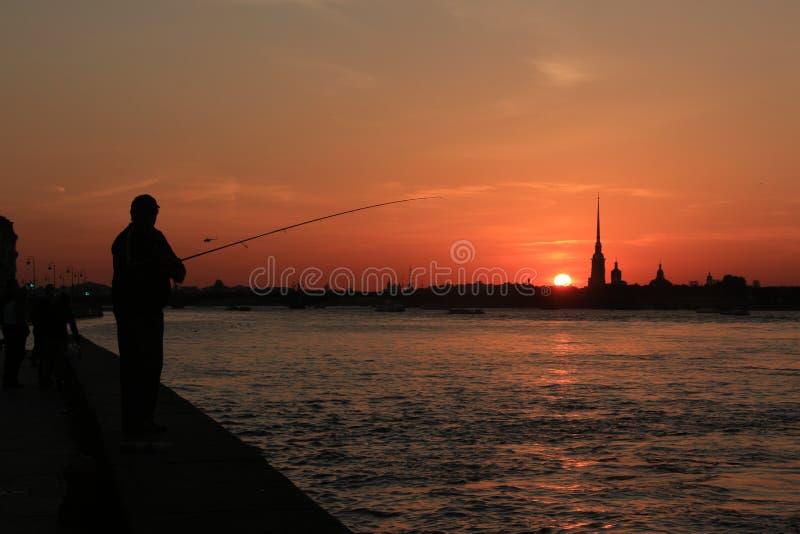 Stadtschattenbilder bei Sonnenuntergang lizenzfreie stockfotos