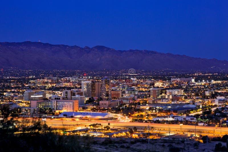 Stadtskyline im Stadtzentrum gelegenen Tucsons, Arizona lizenzfreie stockbilder