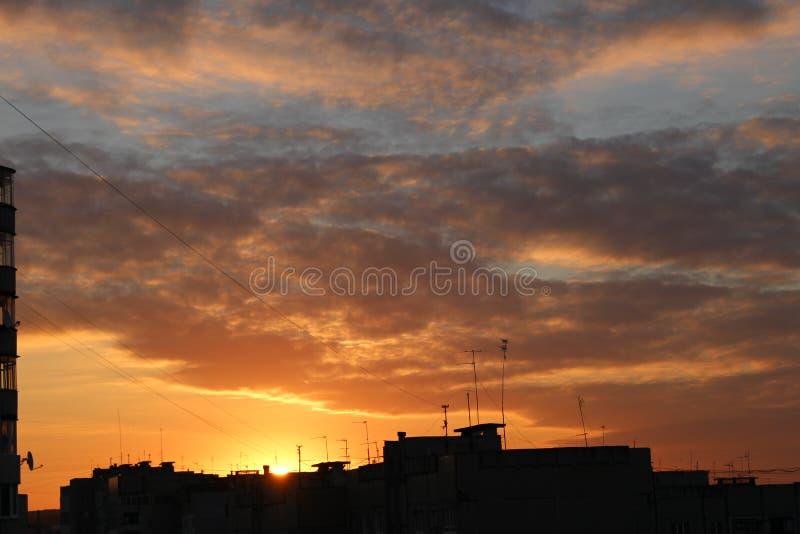 Stadtsonnenuntergang Wolkenkratzer, Sonne, Himmel stockfoto