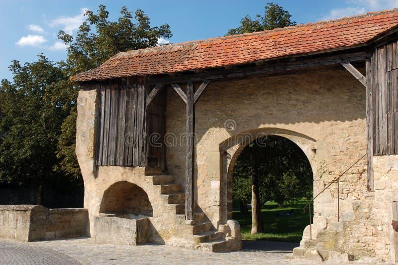 Stadtwand in der mittelalterlichen Stadt lizenzfreies stockfoto