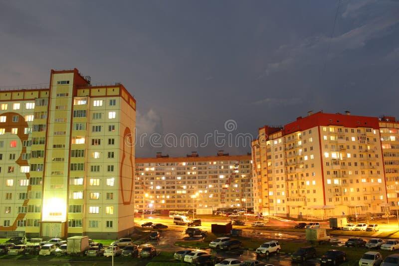 Stadtyard nachts lizenzfreies stockfoto