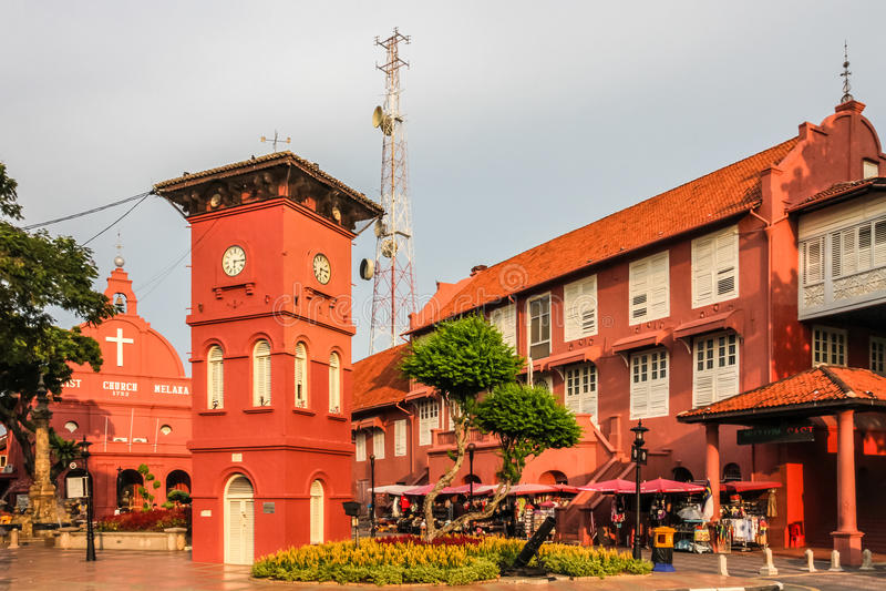 Stadtzentrum mit Kirche und Turm-Melaka, Malaysia lizenzfreie stockbilder