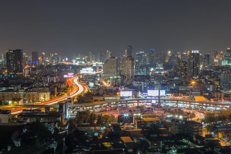 Stadtzentrum von Bangkok nachts lizenzfreies stockfoto