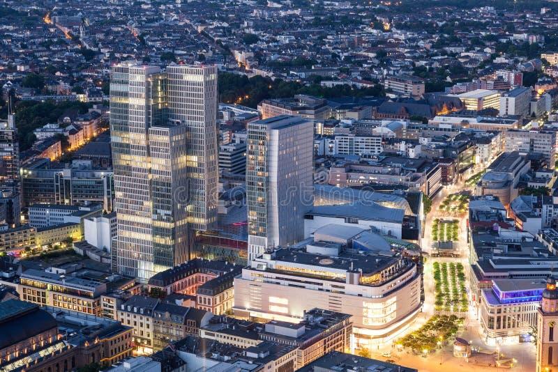 Stadtzentrum von Frankfurt-Hauptleitung nachts stockfoto