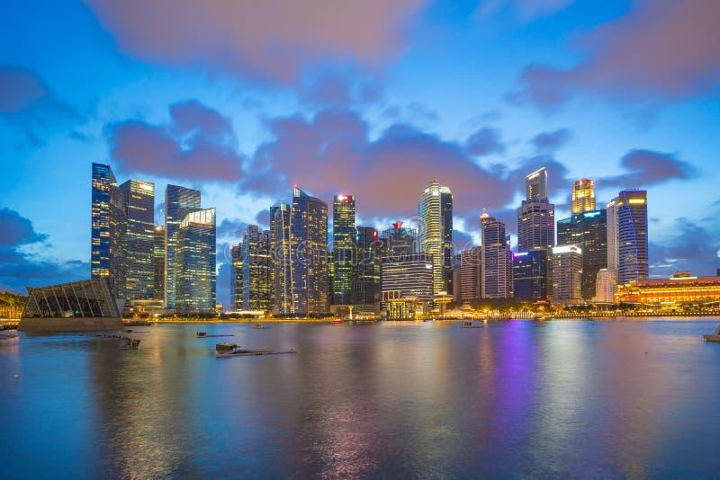 Stadtzentrum von Singapur-Stadtskylinen nachts lizenzfreies stockfoto