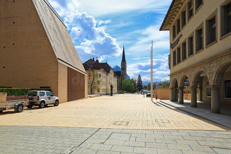 Staedtle ulica w centrum miasta na pogodnym wiosna dniu Miasto Vaduz, Liechtenstein zdjęcie royalty free