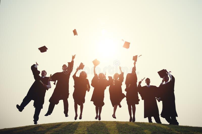 Staffelungs-College-Schulgrad-erfolgreiches Konzept lizenzfreies stockfoto