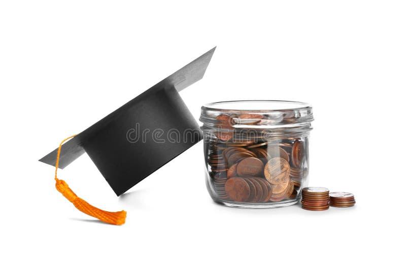 Staffelungshut und -glas mit Münzen auf Weiß Banknoten mit schwarzem Rechner lizenzfreies stockbild