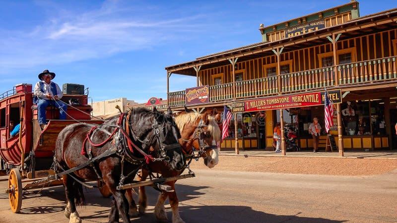Stagecoach auf den Straßen der Finanzanzeige, Arizona lizenzfreies stockfoto