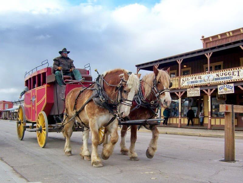 Stagecoach rolt de hoofdstraat van Grafsteen naar beneden stock afbeeldingen
