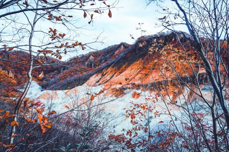 Stagione di autunno al vulcano di noboribetsu a Sapporo Hokkaido Giappone immagine stock libera da diritti