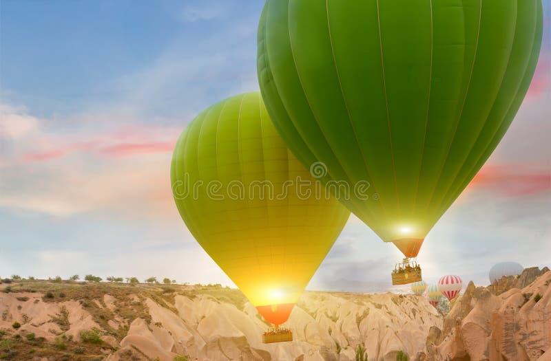 Stagione primaverile di tramonto delle mongolfiere immagine stock libera da diritti