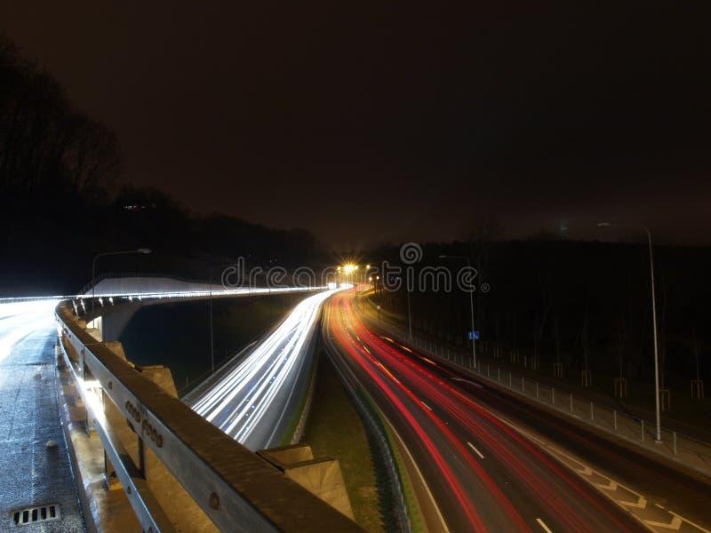Stagnerende weg bij nacht royalty-vrije stock afbeelding