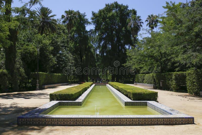 Stagno arabo della fontana di Maria Luisa Park, Spagna fotografia stock