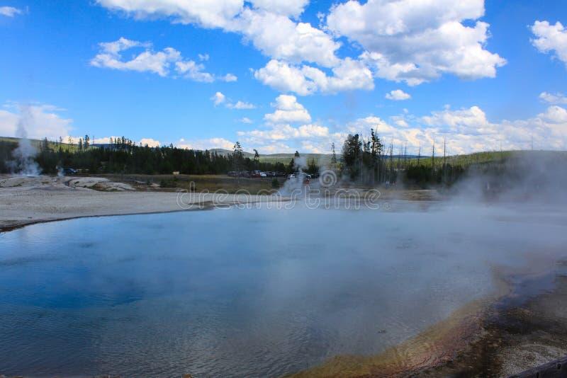 Stagno caldo nel parco nazionale di Yellowstone, U.S.A. fotografie stock libere da diritti