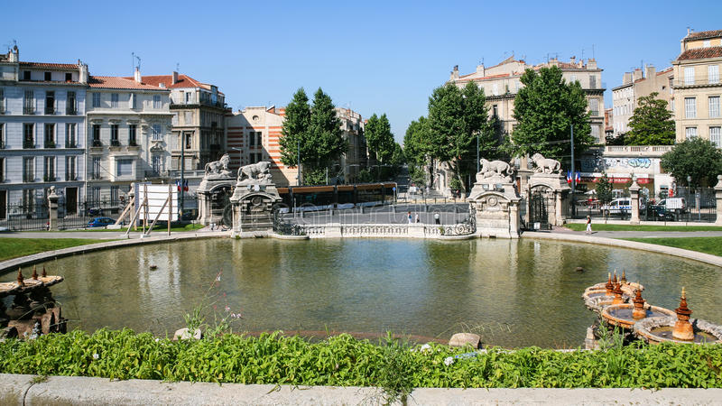 Stagno della fontana del palazzo Longchamp di Palais fotografia stock libera da diritti