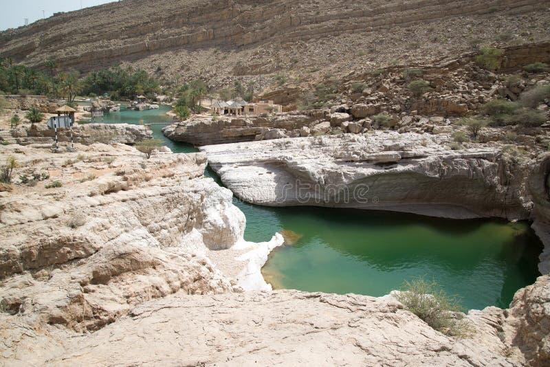 Stagno di acqua in Wadi Bani Khalid immagini stock libere da diritti
