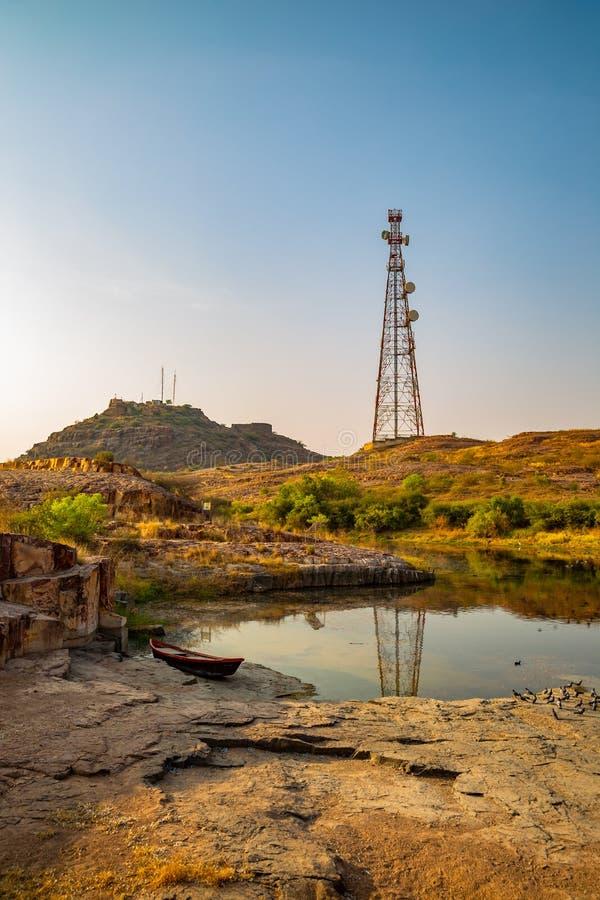 Stagno di Mehrangarh Fort Hill a Jodhpur, India immagini stock libere da diritti