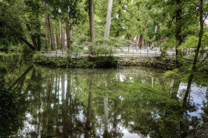 Stagno nell'area del santuario di Ise Jingu Grand, Giappone fotografie stock libere da diritti