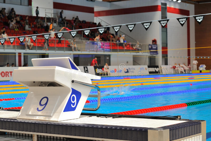 Stagno vuoto a Dinamo nel nuoto internazionale rumeno di campionato immagini stock libere da diritti