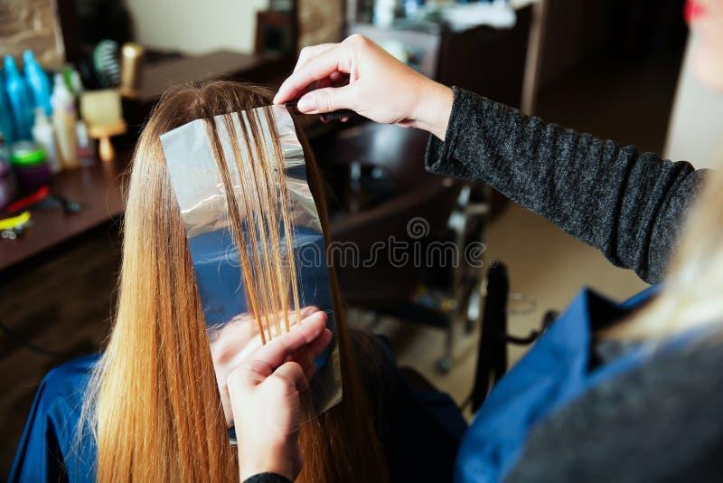 Stagnola professionale di usi del parrucchiere fotografia stock