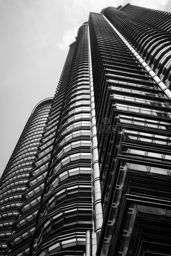 Stahl- und Glasgebäudestruktur in Schwarzweiss lizenzfreie stockbilder