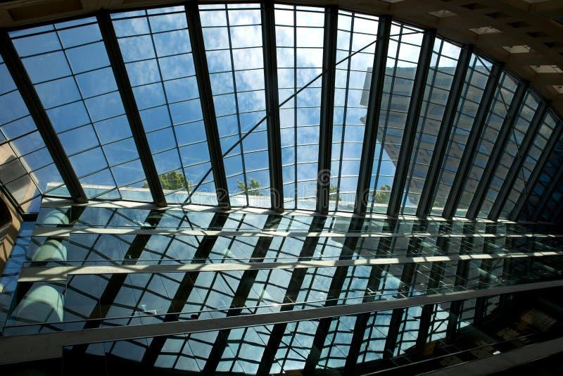 Stahl- und Glasreflexion stockbild