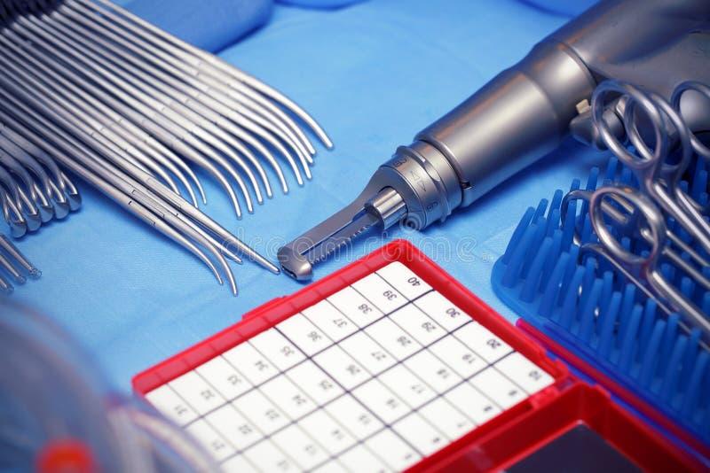 Stahl. Werkzeuge. Chirurgie. lizenzfreie stockbilder