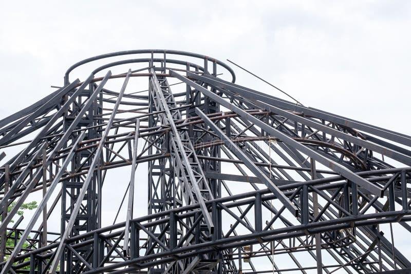 Stahlbau-Dach im Prozess, in Real Estate-Technik und in Architechture lizenzfreie stockbilder