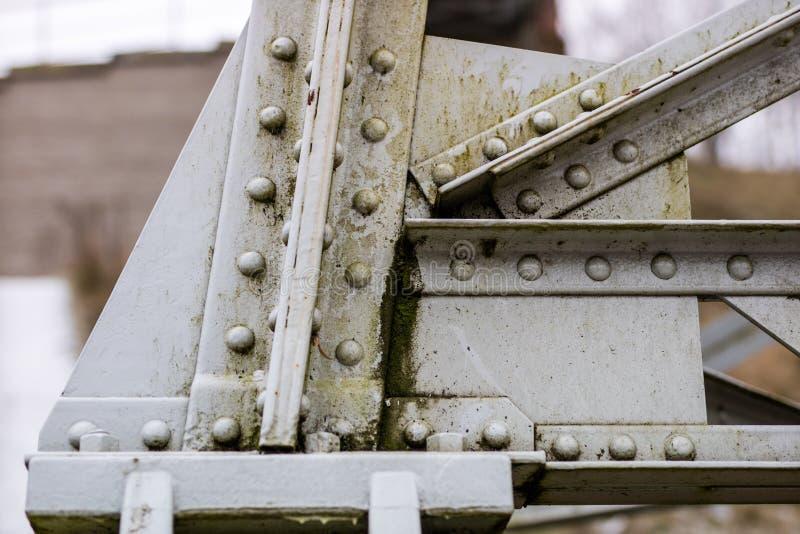 Stahlbau, Gitter schloss durch eine alte Methode für Niet an stockbilder