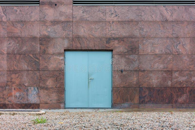 Stahlfeuerfestigkeitstür und Granitwand, Geschäftskonzept stockfoto