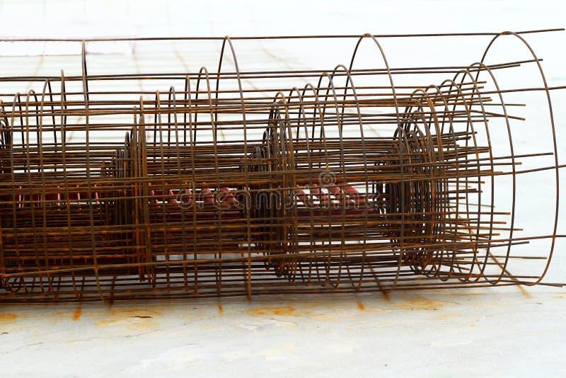 Stahlkomponenten in der Baustelle - Bau lizenzfreies stockfoto