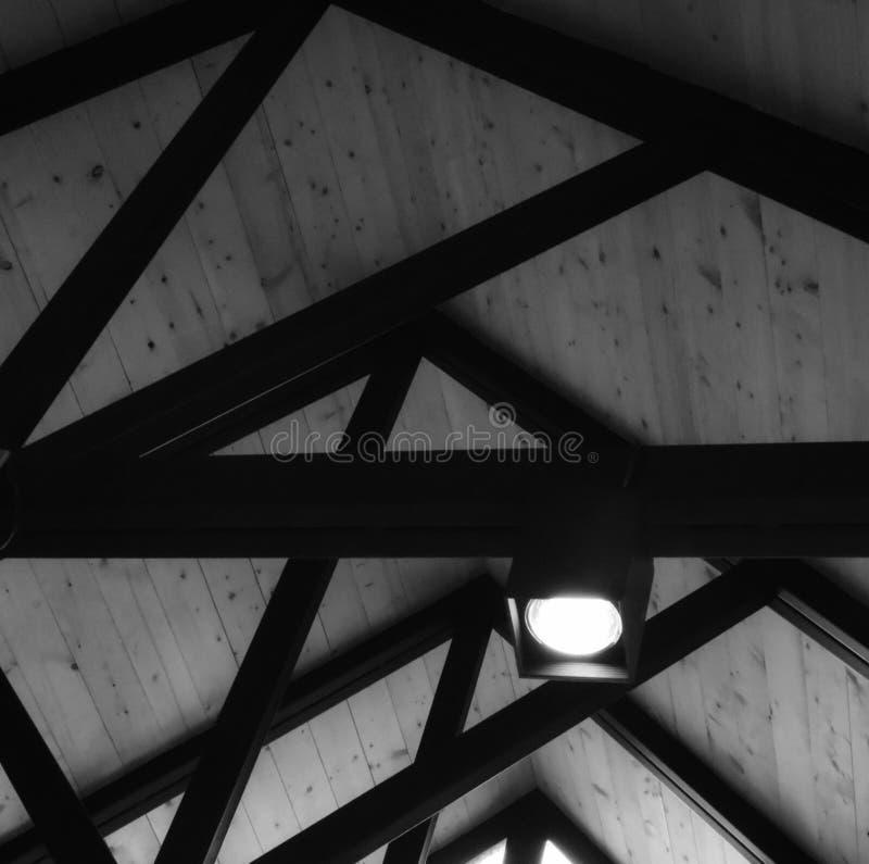 Stahlkonstruktion auf grauem schwarzem Hintergrund stockbilder