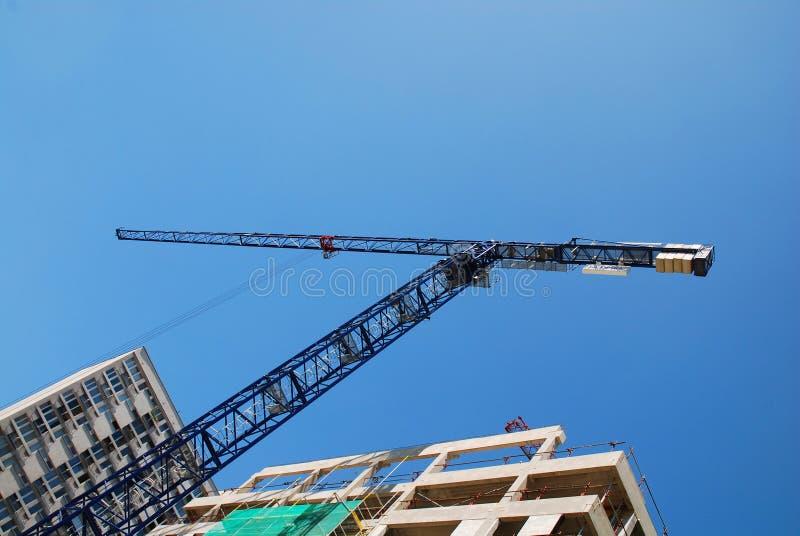 Stahlkran an der Baustelle lizenzfreie stockfotografie