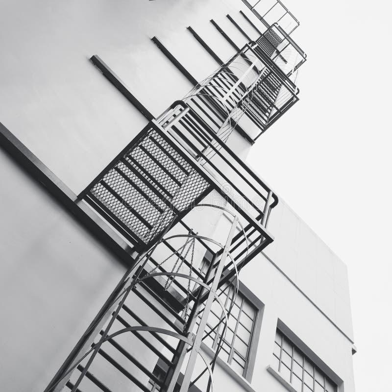 Stahlmodernes Gebäude der treppen-Leiter Außenarchitekturdetail lizenzfreie stockfotos