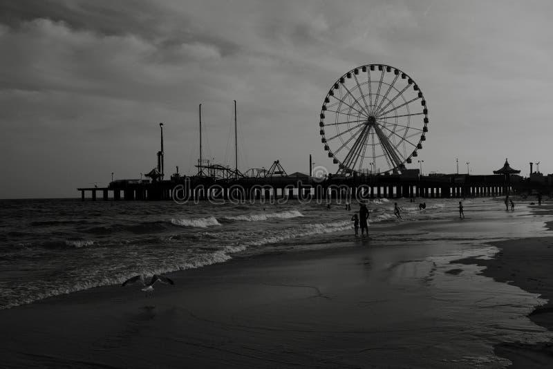 Stahlpier in Atlantic City am späten Nachmittag lizenzfreie stockfotos