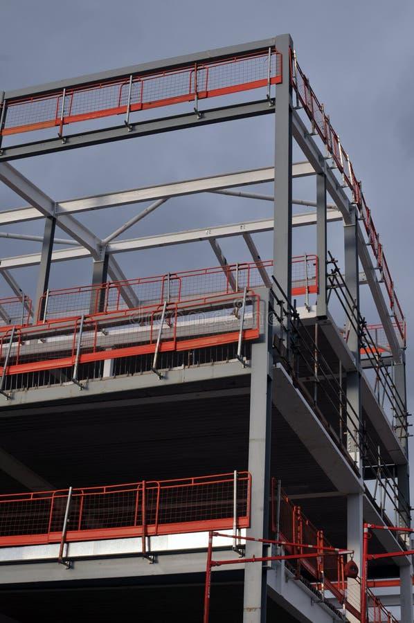 Stahlrahmen Und Dach Eines Gebäudes Im Bau Stockbild - Bild von ...