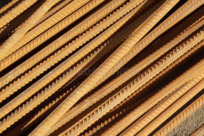 Stahlrebar häufen innen oben an stockfotos
