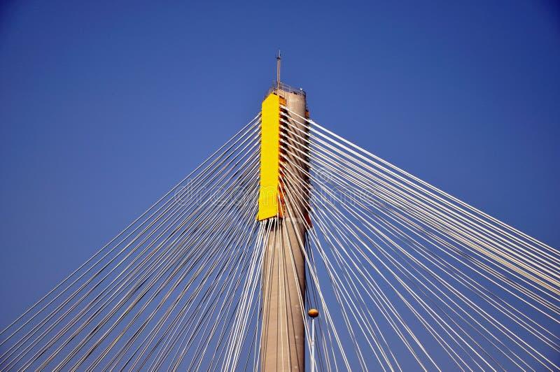 Stahlseilzug Auf Pol Der Brücke Stockfoto