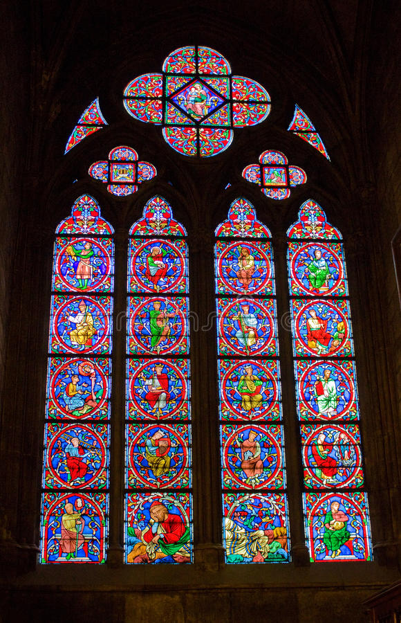 Stained-glass venster, Notre-Dame de Paris stock foto