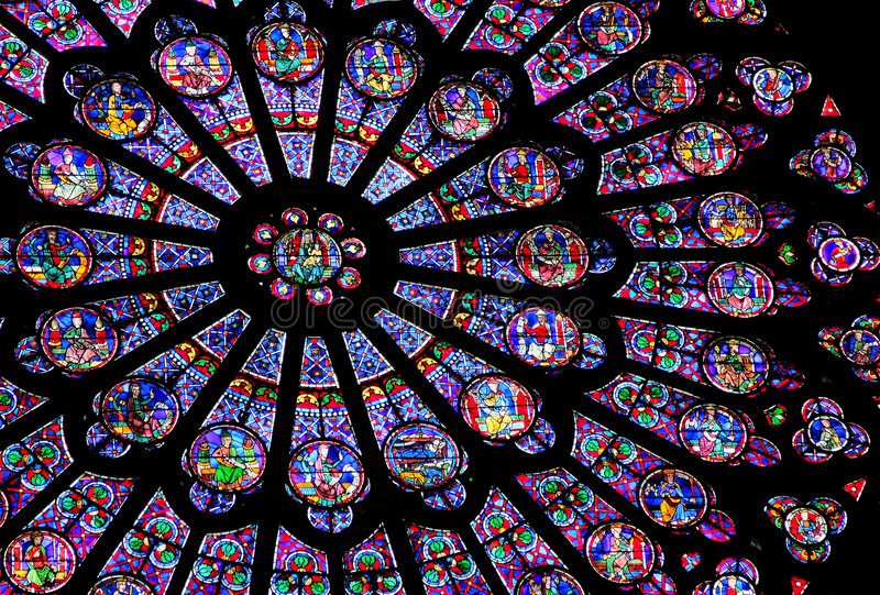 Stained-glassfenster des Notre Dame de Paris stockbild