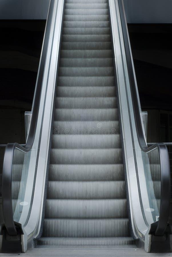 stairway эскалатора несущей к вашему стоковые фотографии rf